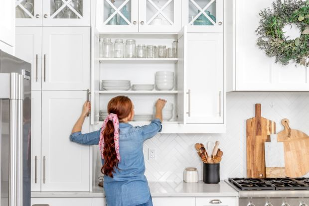 Clean and organize the kitchen cabinet